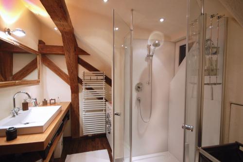 Dusche in der Dachschräge